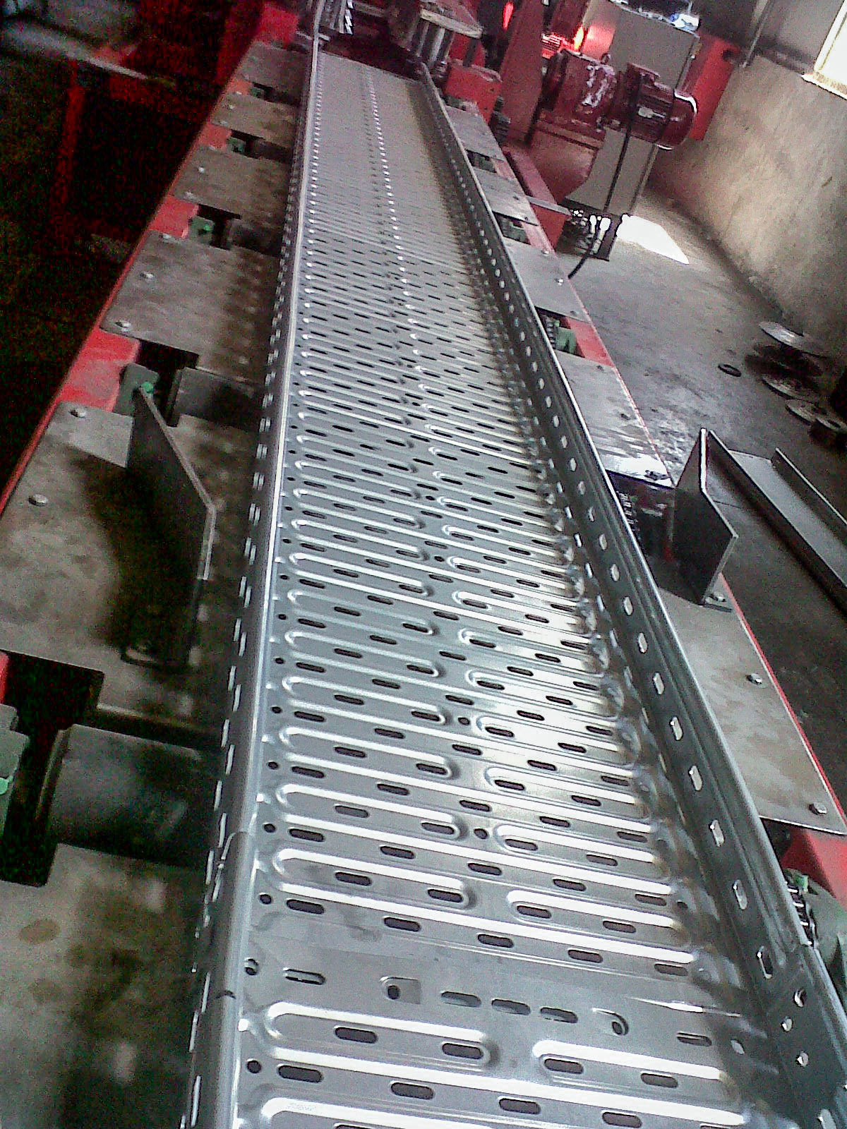 Heavy duty cable tray line rollform-2